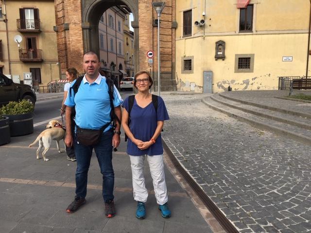 Michele Pavan, a sinistra, accompagnato da Paola Arosio.