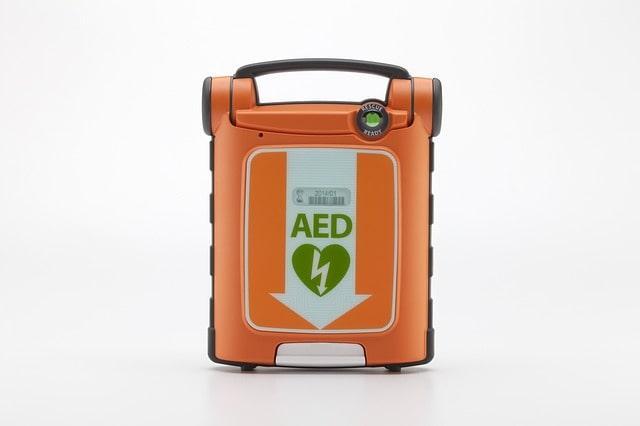 un esempio di defibrillatore semiautomatico