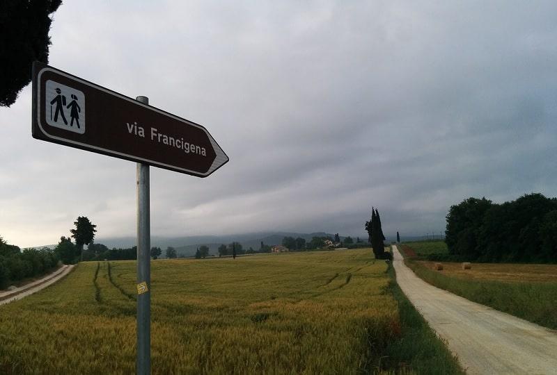 cartello con scritto Via Francigena